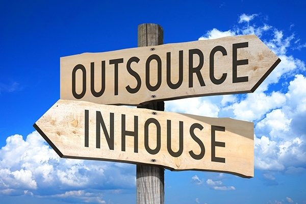 Trending Outsourcing vs. In-house Software Development when time Matters