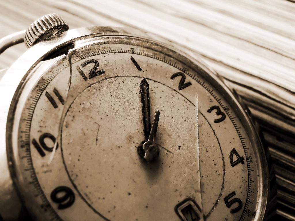 group-n-old-vintage-clock.jpg