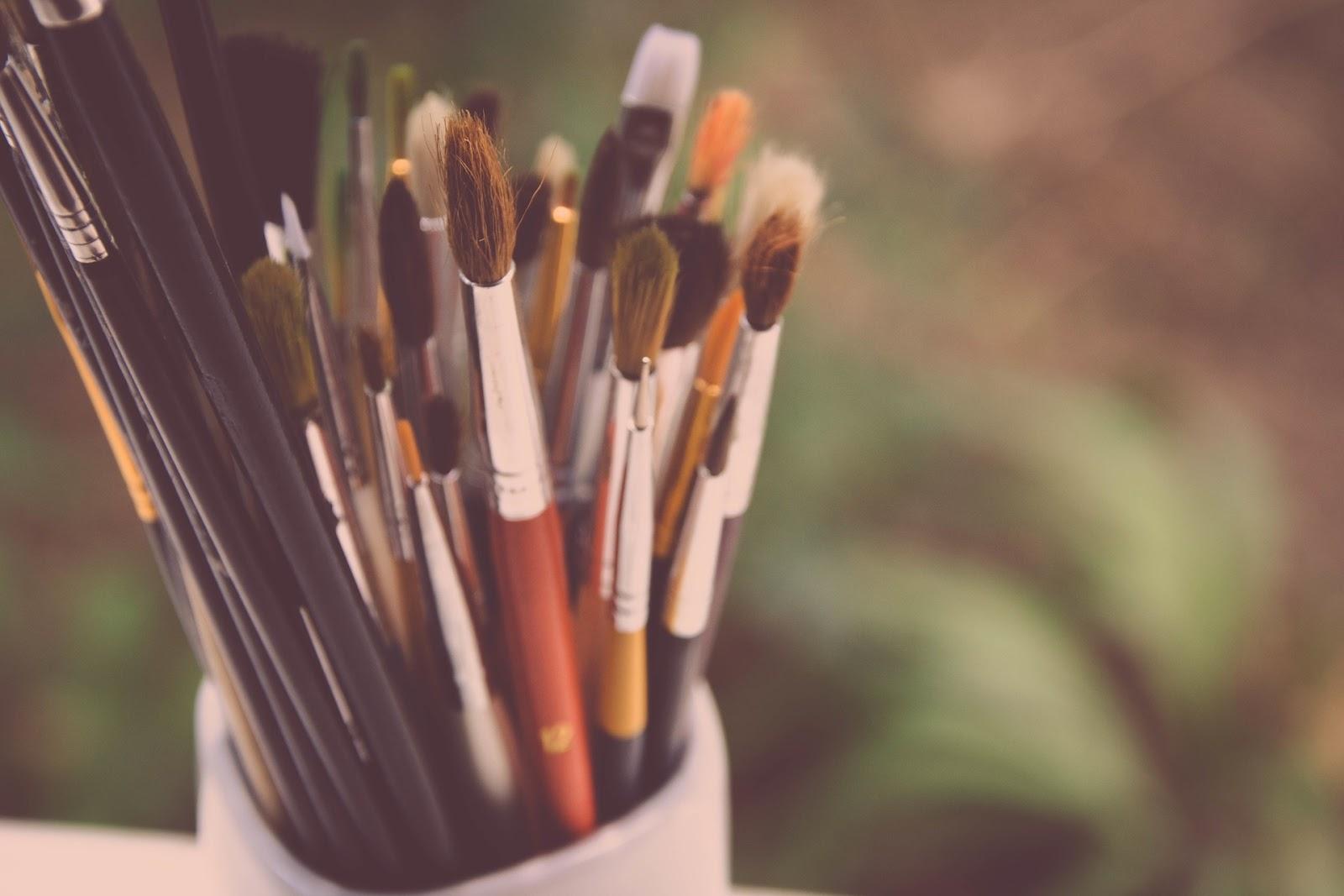 paint-brushes-984434_1920.jpg